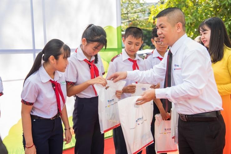 Cần Thơ: Hơn 300 Em Thiếu Nhi Nhiệt Liệt Hưởng Ứng Ngày Hội Sắc Màu 2019